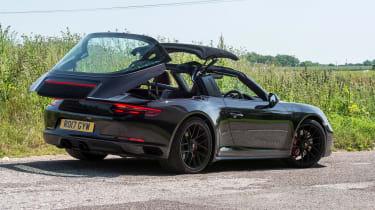 Porsche 911 Targa GTS - roof closing