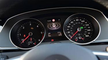 Volkswagen Passat - dials