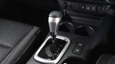 Toyota Hilux 2016 - gearlever