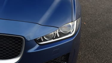 Jaguar XE - lights