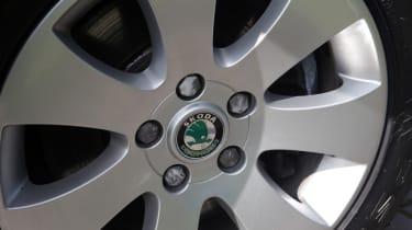 Used Skoda Superb alloy wheel