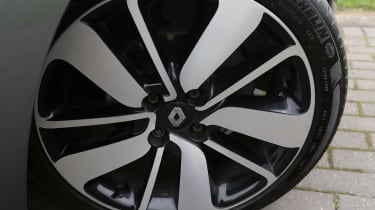 Used Renault Clio - wheel