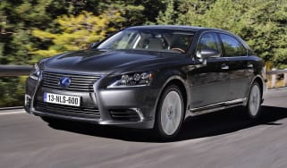 Lexus LS 600h front tracking