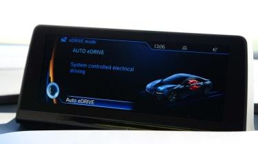 BMW i8 UK screen