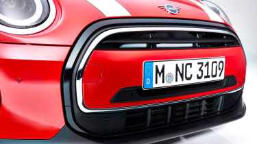 MINI 3-door hatch facelift - grille red