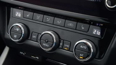 Skoda Octavia Scout review - centre console