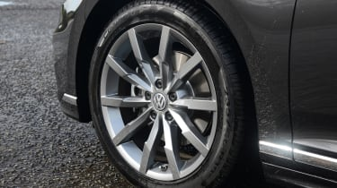Volkswagen Passat - wheel