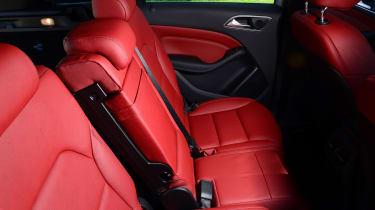 Mercedes B220 CDI 4MATIC Sport - back seats