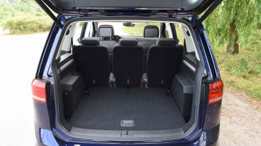 Volkswagen Touran (boot 5 seats)