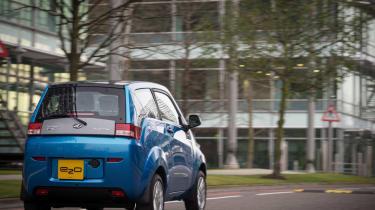 Mahindra e2o - rear tracking 3