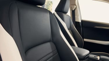 Lexus NX 300h Sport - front seats