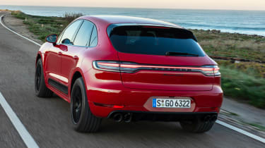 Porsche Macan GTS - rear tracking