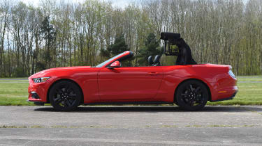 Ford Mustang 2.3 Convertible - roof closing stage 2