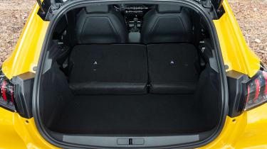 Peugeot 208 - boot seats down