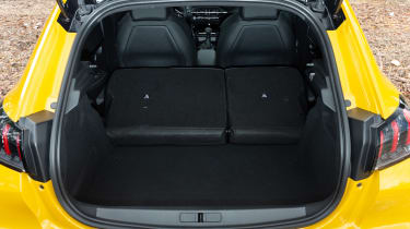 Peugeot 208 - boot seats down