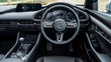 Mazda 3 e-SkyActiv X - dash