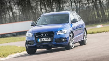 Audi SQ5 Plus 2016 - front cornering