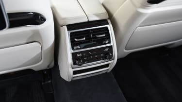 BMW 7 Series - rear vents