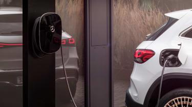 Mercedes EQA - charging