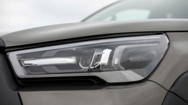 Toyota Hilux - front lights