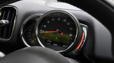 MINI Countryman - dials