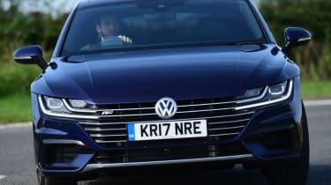 Twin test - VW Arteon - straight ahead