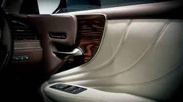 Lexus LS review - detail