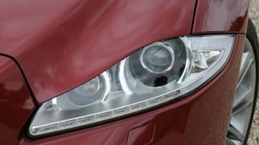 Jaguar XJ 3.0 V6 Supercharged headlight