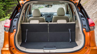 Nissan X-Trail - boot seats up