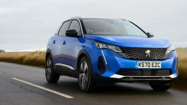 New Peugeot 3008 facelift 2020 front tracking