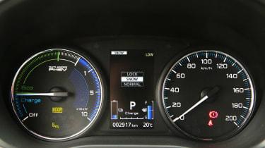 Mitsubishi Outlander PHEV - dials