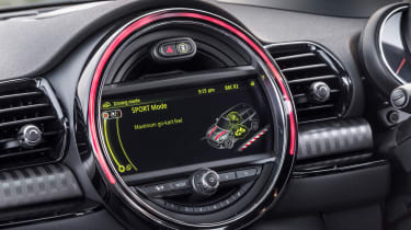 MINI Cooper D Clubman 2015 screen