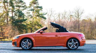 Audi TT Roadster - roof closing