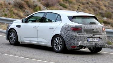 Renault Megane facelift spy shots rear