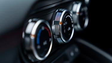 Mazda MX-5 RF - climate controls