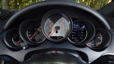 Used Porsche Cayenne - dials