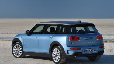 MINI Clubman ALL4 2016 - rear quarter