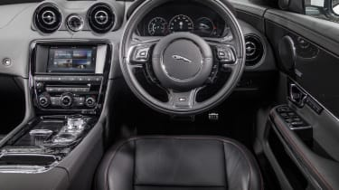 Jaguar XJR - dash