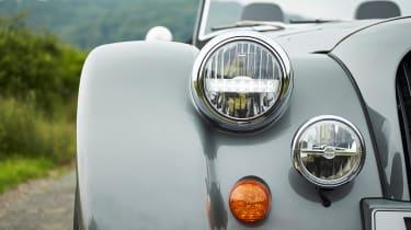 Morgan Plus 6 - headlight