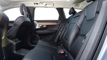 Volvo V90 T8 - rear seats