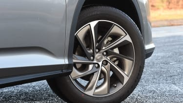 Lexus RX 450h - wheel