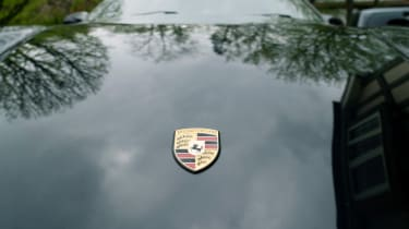 Porsche 911 feature - badge