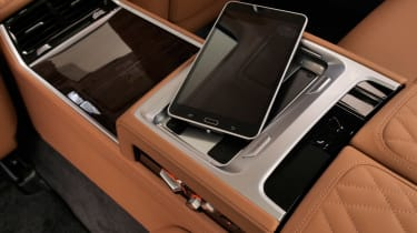 BMW 7 Series facelift - wireless charging