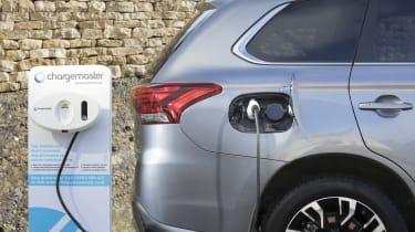 Mitsubishi Outlander PHEV Juro - charging