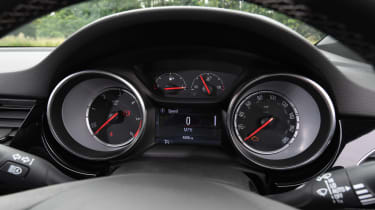 Vauxhall Astra - Instruments