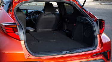 Toyota C-HR - boot seats down