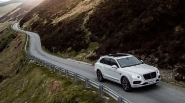 Bentley Bentayga Diesel - Ice white 2017 country road