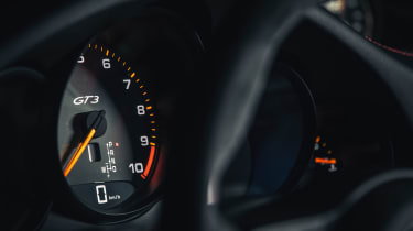 Porsche 911 GT3 - dials detail