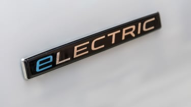 Mercedes eVit0 - badge