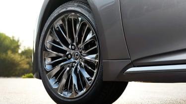 Lexus LS 500h - wheel